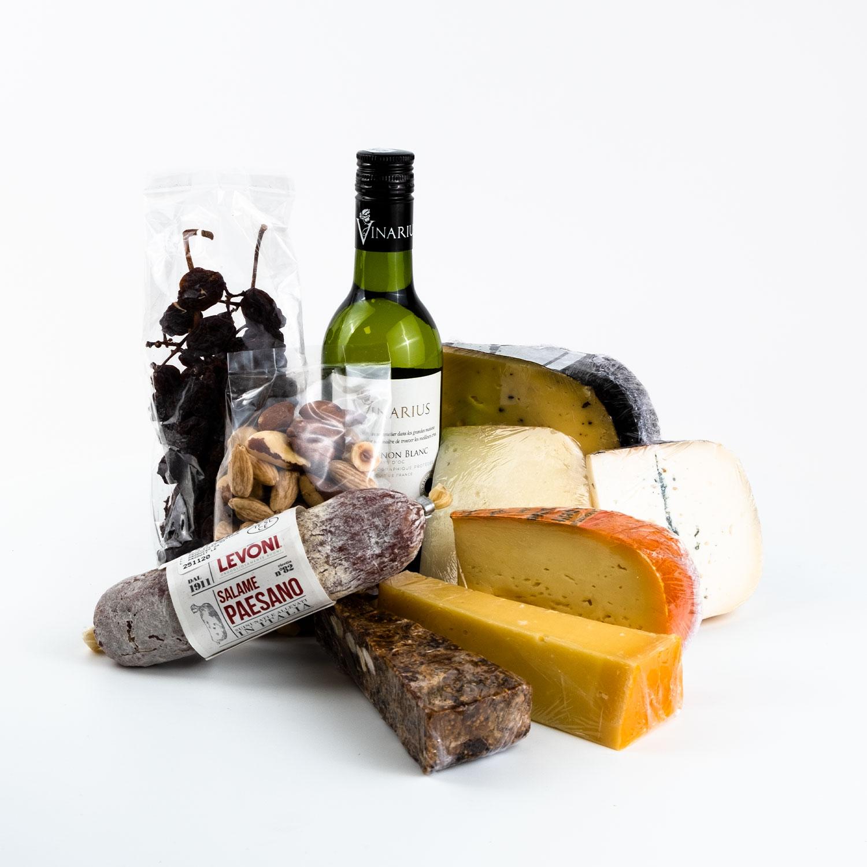 Bestel één van onze heerlijke kaas-worst-wijnpakketten in een BonBox met logo en tekst!